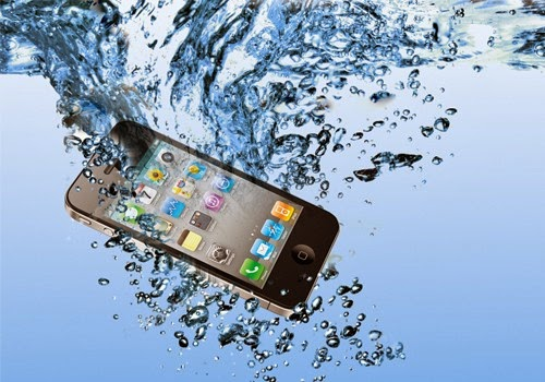 Phone or Tablet falls in the Water, here is the complete guide what to do next